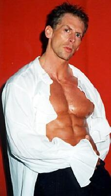 Stripper im Hemd