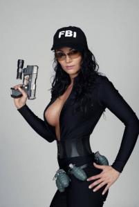 weiblicher US Cop Charisma